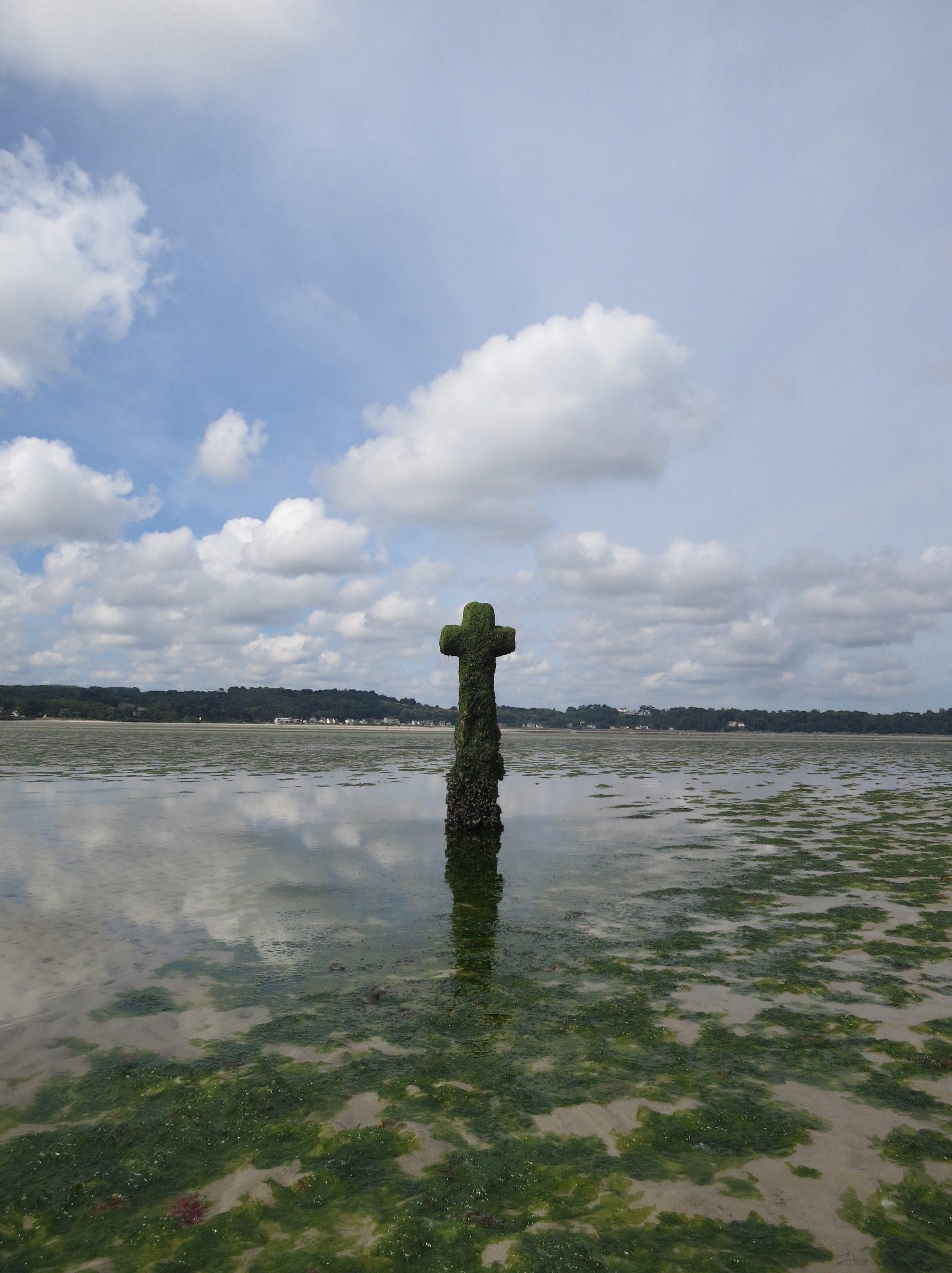 Croix de Mi-Lieue, St Michel En Greve, Cross