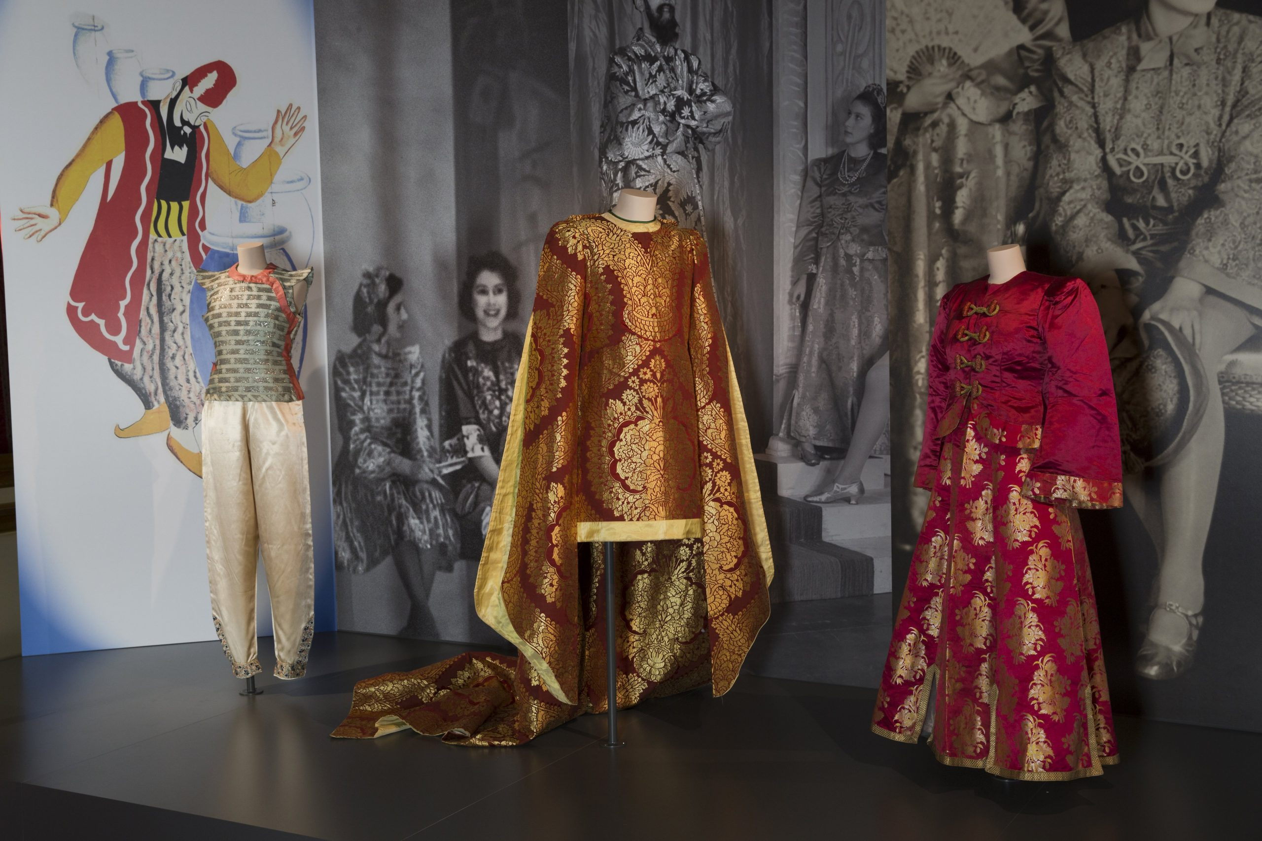 Fashioning A Reign 90 Years Of Style From The Queen S