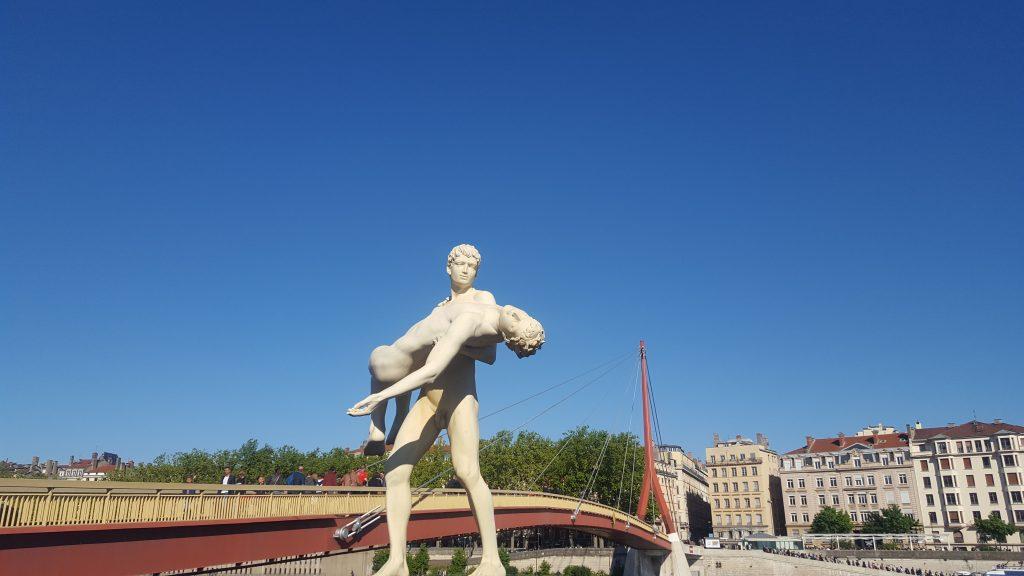 Statue banks Soane Lyon