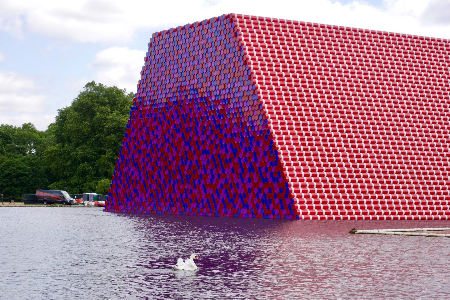 WHAT IS THAT?  THAT MY FRIEND IS THE CHRISTO LONDON MASTABA